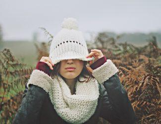 jeune fille bonnet